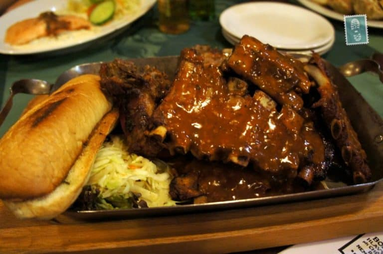 Roasted pork ribs marinated in piquant sauce, served with garlic bread