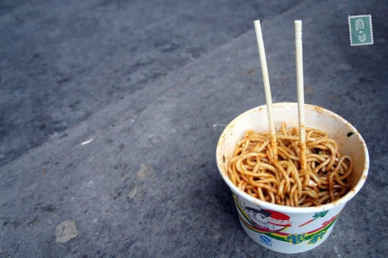 Take away Beijing noodles with salty peanuts