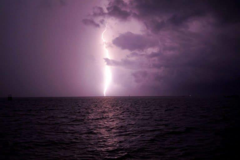 Lightning strike in Derewan