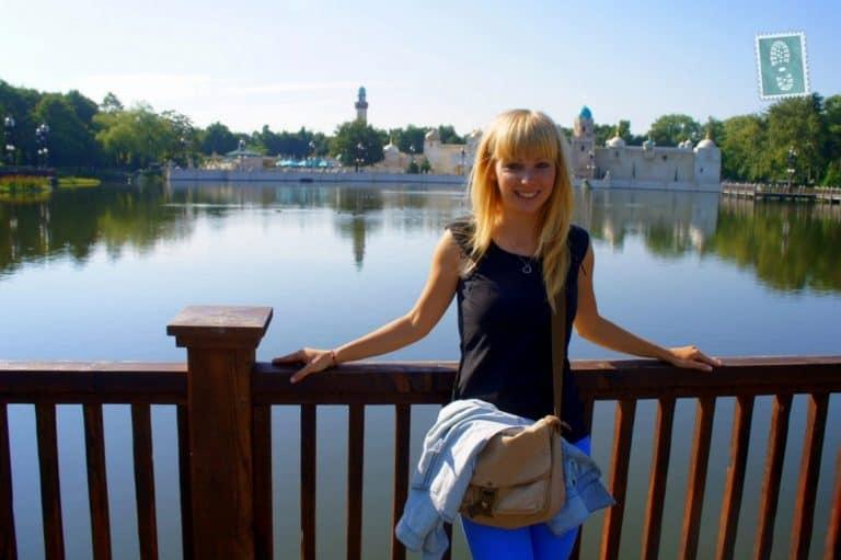 A girl smiling in Efteling