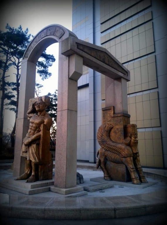 Korea statues