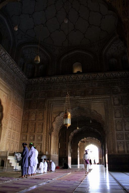 Badshahi mosque interior