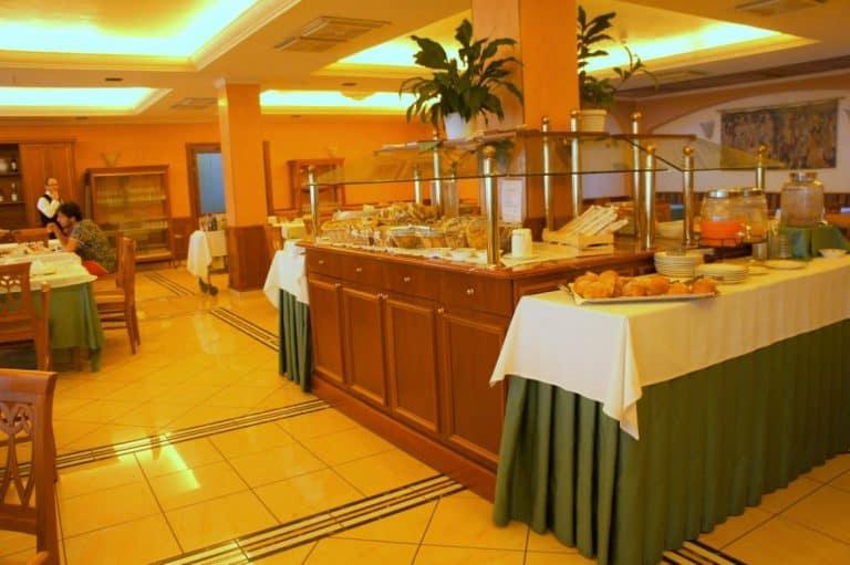 Dining room at Hotel Valle Rossa, San Giovanni Rotondo