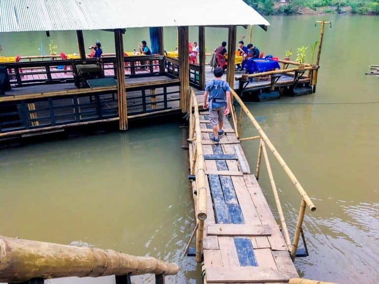 floating restaurant on the Ou River