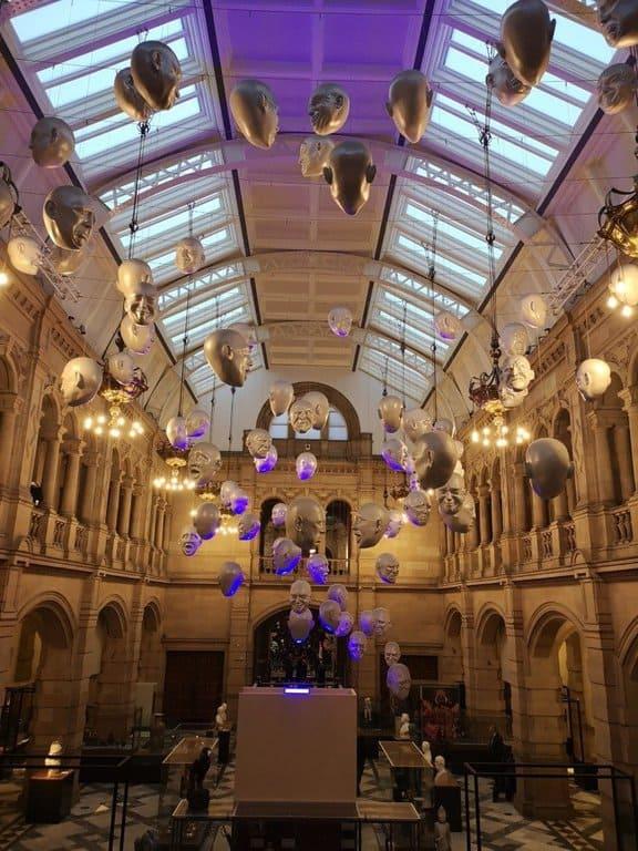 Kelvingrove Museum, floating heads